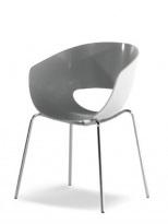 Bílá plastová židle s nožkami z chromu