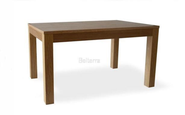 Jídelní dřevěný stůl
